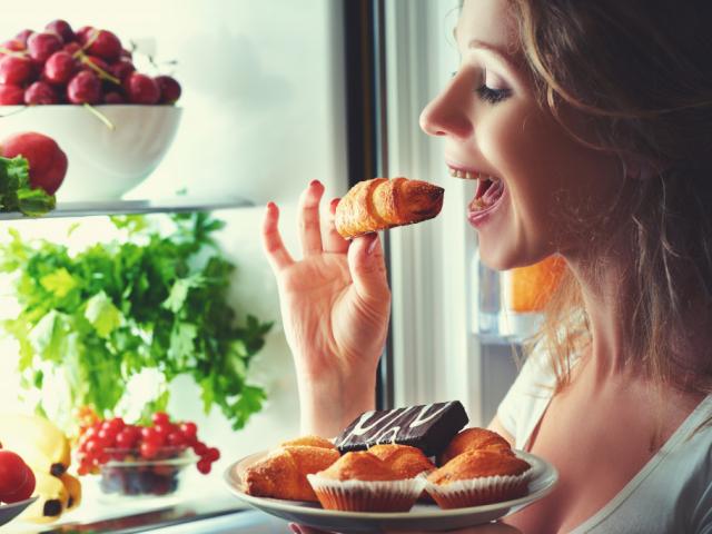 Valóban rossz, ha este szénhidrátot eszünk?