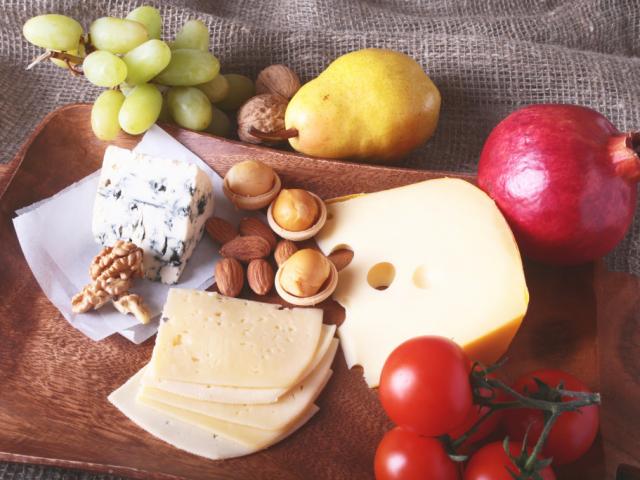 Így készül a tökéletes gyümölcs-sajt tál