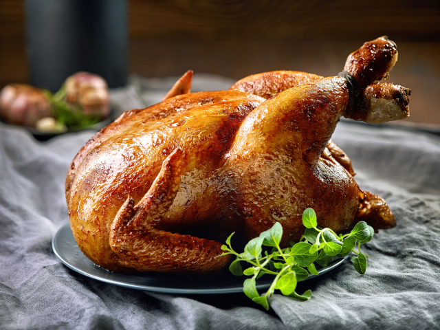 Mitől lesz igazán puha és omlós a sült csirke? Jamie Oliver elárulja a titkot.