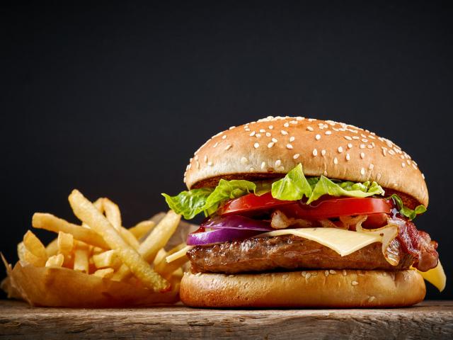 A nagy szemfényvesztés: ezért étvágygerjesztőbbek a gyorsételek reklámokban, mint a valóságban