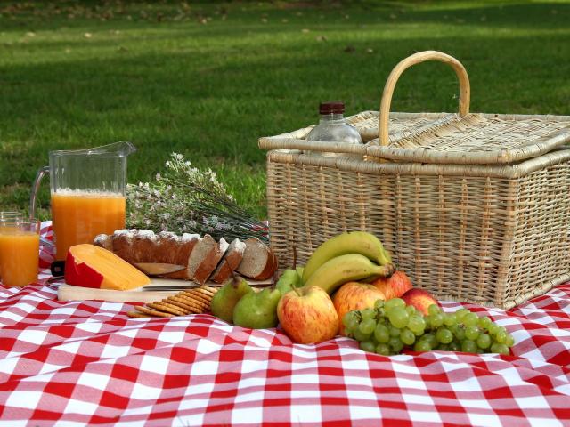 Kiránduljunk a hosszú hétvégén! Mi kerüljön a piknikkosárba?