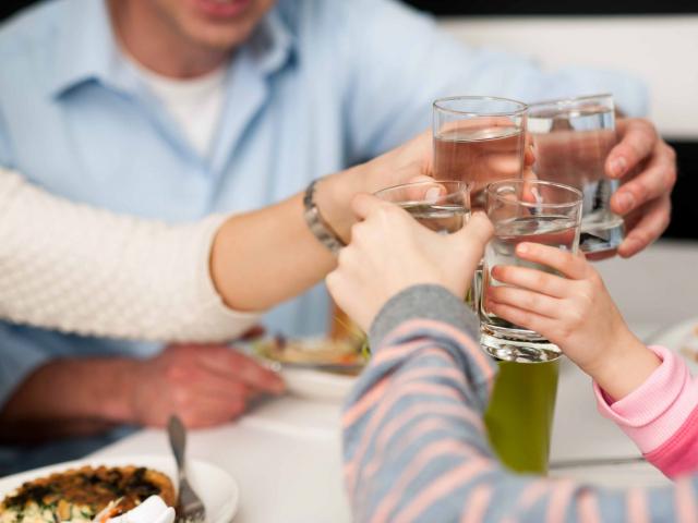 Tippek a rendszeres vízfogyasztáshoz