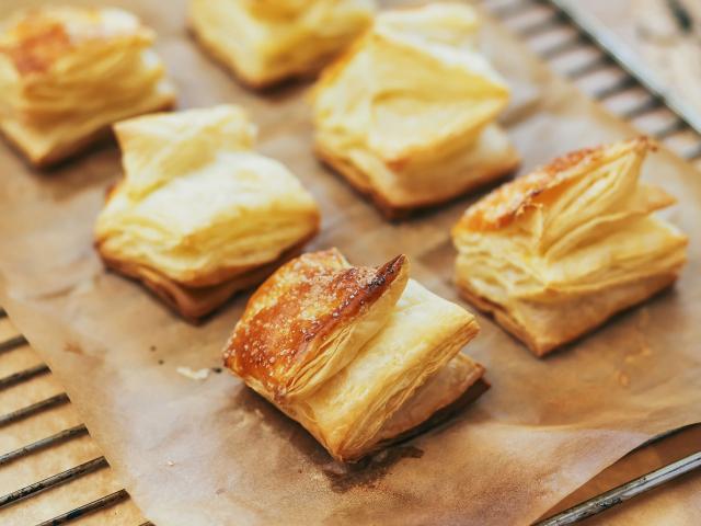 Így ronthatjuk el a leveles tésztás desszerteket