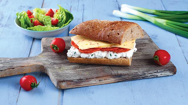 Körözöttes szendvics szeletelt Paprikás Ammerländer sajttal