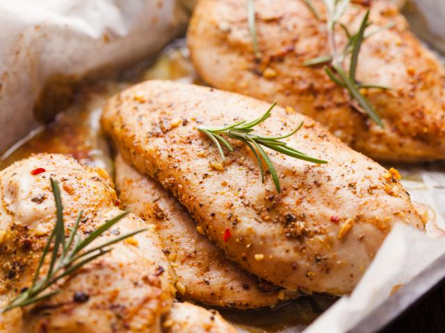 A tökéletes sült csirkemell fortélyai