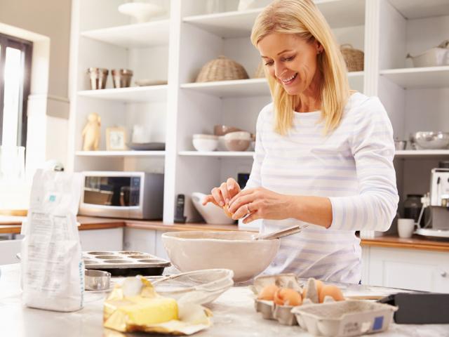 Mindig van egy első muffin… Sütési tanácsok kezdő konyhatündéreknek