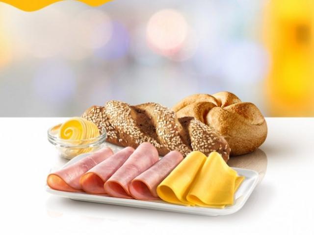 Minden nemzet mást szeret reggelizni – az egyik gyorsétteremlánc igazodott az országspecifikus ételekhez, mutatjuk a menüket