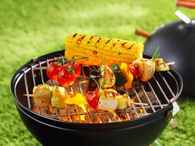 Faszenes grill egyszeregy – tanácsok, ha most vágnál bele a kerti grillezésbe