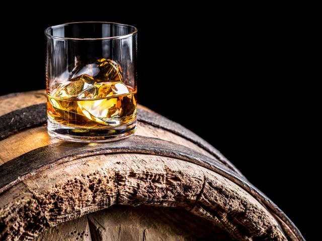 Miért egészségesebb a whiskey a többi tömény szesznél?