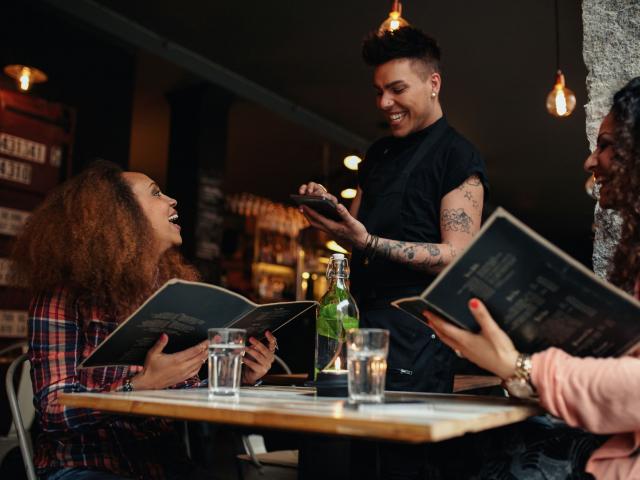 Amikor előzékenyek szeretnénk lenni az étteremben, pedig inkább nem kellene…