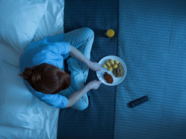 Tényleg hízunk, ha lefekvés előtt eszünk?
