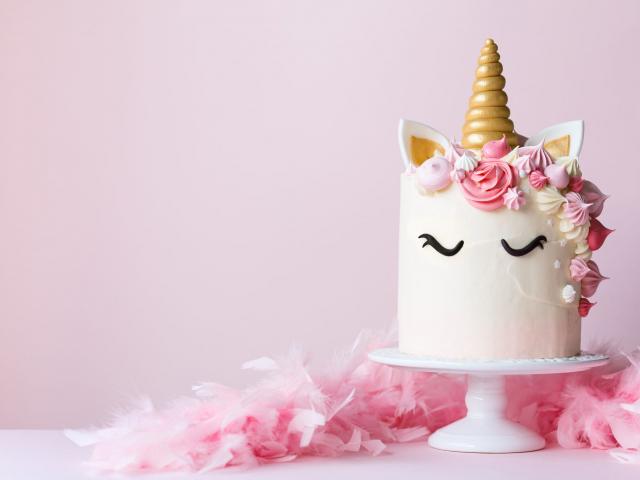 Az egyszarvúak titkai – letarolták a világot az unikornis formájú torták