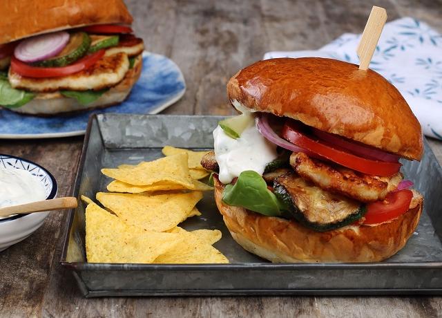 Grillsajtos hamburger
