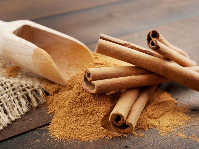 Fűszerez és gyógyít – ez a fahéj. Lássuk, milyen pozitív élettani hatásai vannak!