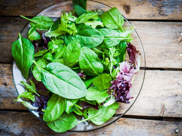 Így tartsuk frissen a salátát