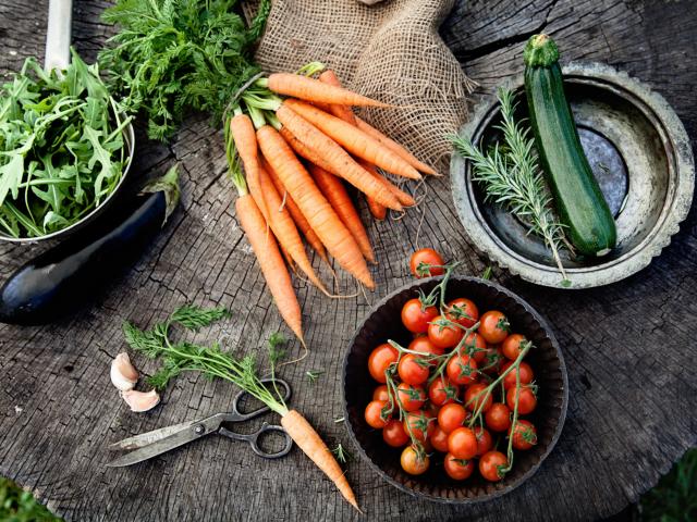 Hogyan tároljuk helyesen a zöldségeket és a gyümölcsöket?