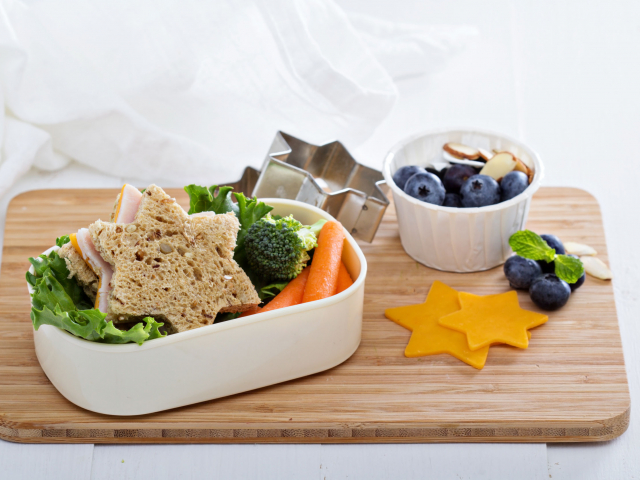 Kezdődik a suli! De mit csomagoljunk az uzsonnás dobozba, ha gluténérzékeny a gyerek?