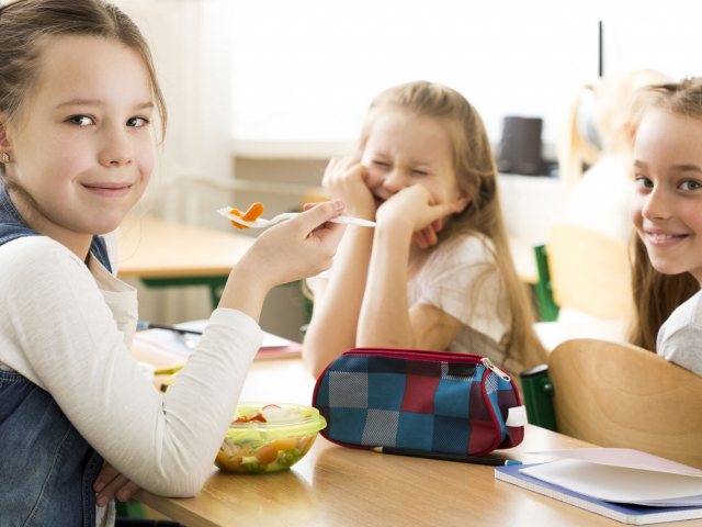 Mi kerül a gyerekek uzsonnás dobozába? Ezeket a káros anyagokat, összetevőket mindenképp felejtsük el!