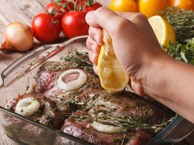 Páccal még finomabb! Mutatjuk, mi mindenbe pácolhatjuk kedvenc húsainkat, extrém verziók (is) jönnek!