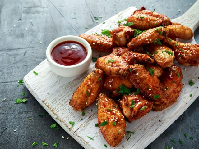 Így lesz még finomabb a sült csirkeszárny