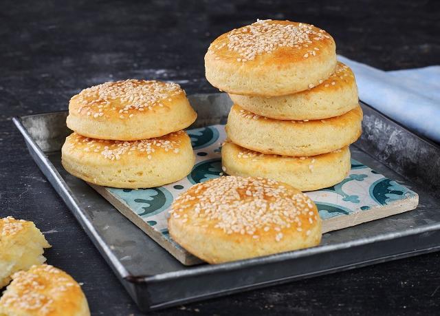 Omlós túrós-sajtos keksz