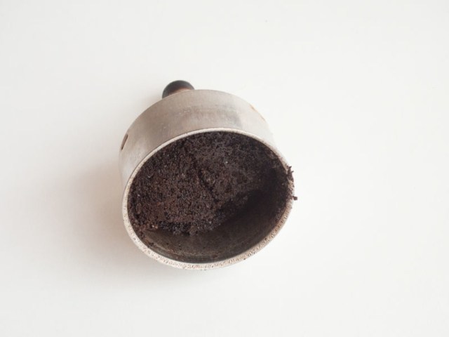 Lefőtt a kávé? Ne dobjuk ki rögtön a kávézaccot, számos dologra jó lesz a háztartásban!