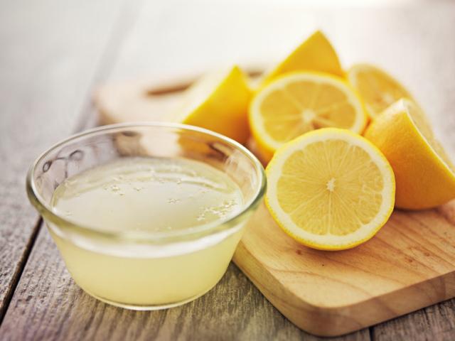 4 jó okunk van arra, hogy miért tegyünk egy gerezd citromot az éjjeliszekrényünkre