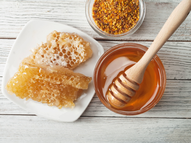 Miért nem szabad mézet adnunk a kisbabáknak?