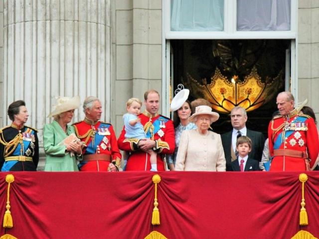 Így ünnepel a brit királyi család