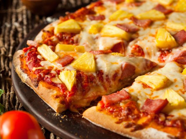 Hawaii pizza, hamburger és rántott csirke – ez az új ünnepi menü? Egyre többen rendelünk ételt karácsonykor