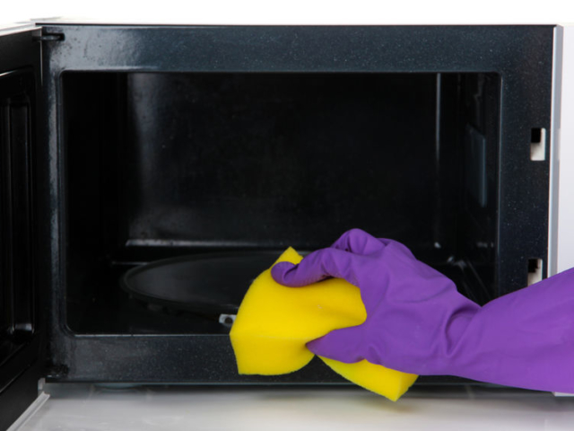 Hogyan takaríthatjuk ki a mikrósütőnket ecettel?