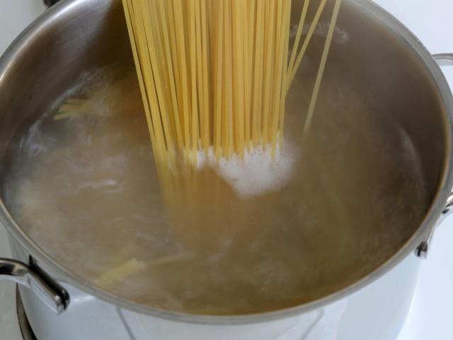 Ezért ne öntsük ki a tészta főzővizét