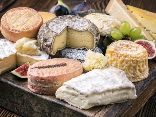 Sajtból van a Hold! Ha te is szereted az illatos-aromás sajtokat, ebből az 5 könnyen beszerezhető fajtából mindig tarts otthon