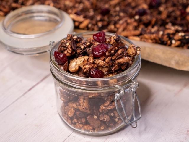 Áfonyás-kakaós granola
