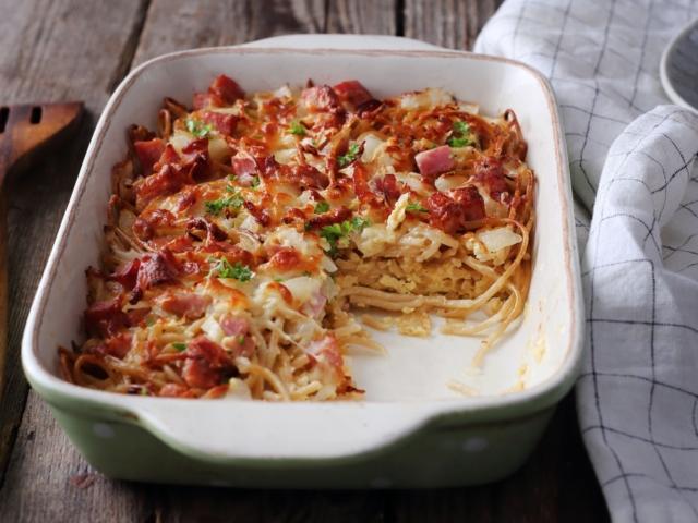 Sonkás-sajtos sült spagetti