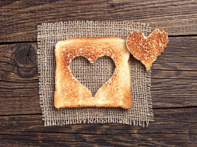 Last minute ötletet keresel estére? Ha van otthon pár szelet toastkenyér, már készülhet is a Valentin-napi vacsora