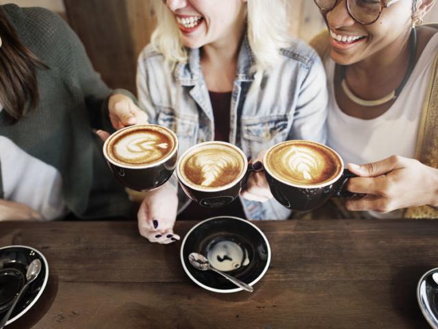 Vajon miért fáj a fejünk, ha nem isszuk meg a szokásos kávénkat?