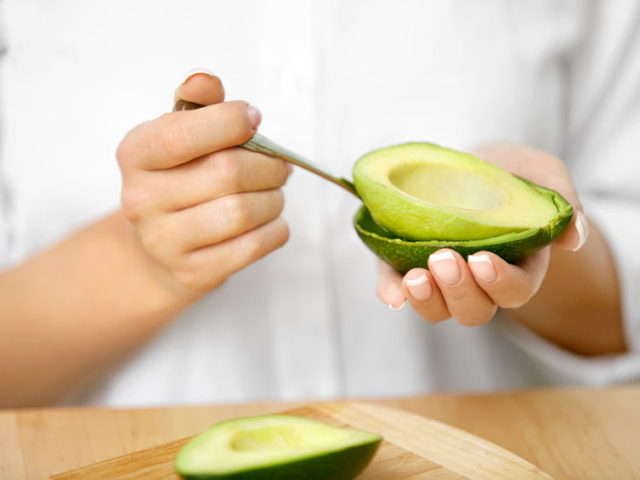 Hámozzuk, ne hámozzuk? Mi a helyzet a zöldségekkel és a gyümölcsökkel?