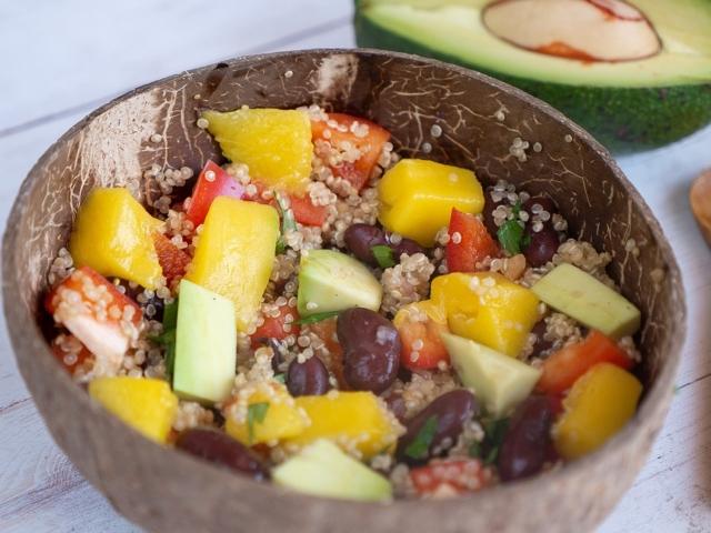 Mangós quinoasaláta