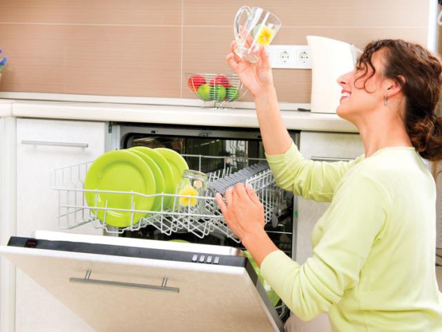Miért opálosodnak be az üvegpoharak a mosogatógépben?