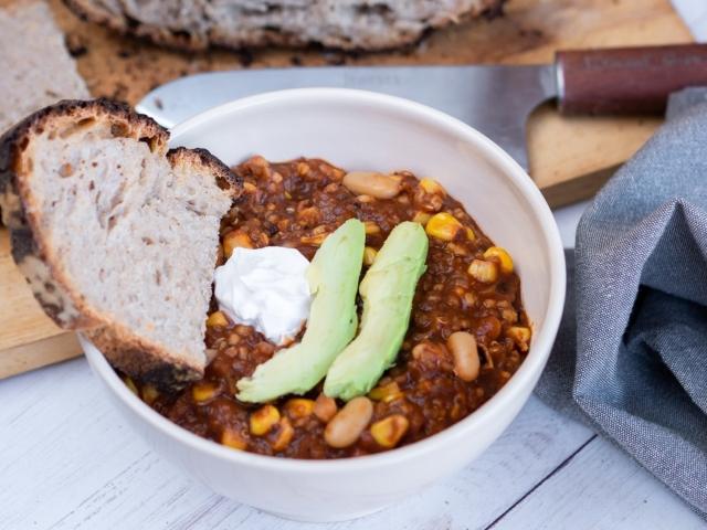 Fehérbabos-quinoás chili sin carne