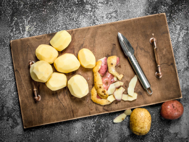 Egy rég elfeledett kedvenc: a burgonyahéjból finom snack készíthető