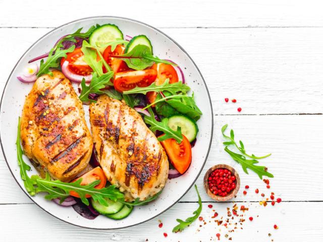 Ha megszabadulnál pár felesleges kilótól, ezekkel az élelmiszerekkel töltsd fel a kamrád és a hűtőd
