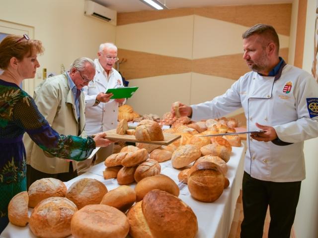 Zsűri előtt az év kenyere
