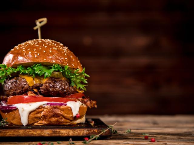 Mi köze Hamburgnak a hamburgerekhez?