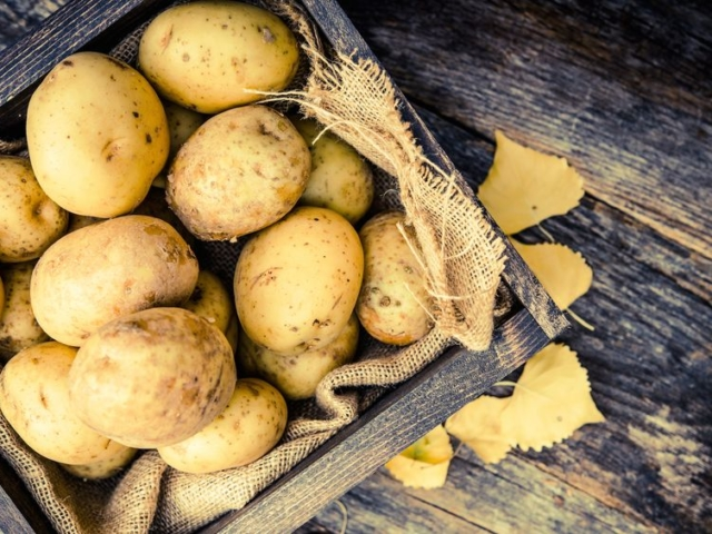 Jamie Oliver szerint ez a tökéletes héjában sült burgonya trükkje