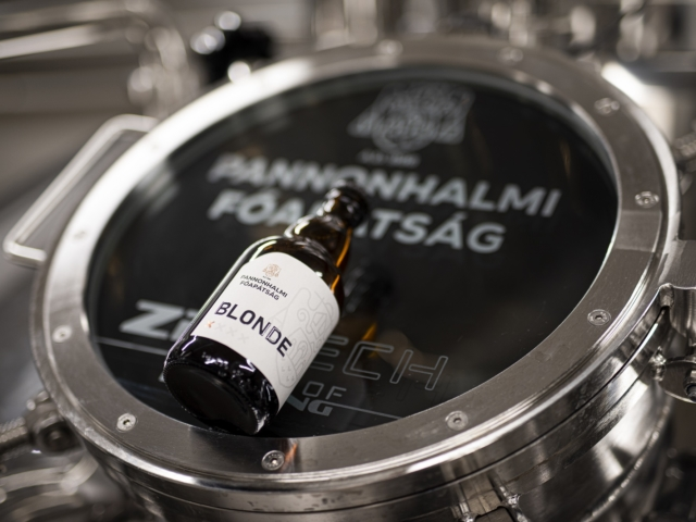 """""""A lélek egészségére"""" – átadták és megáldották a Pannonhalmi Főapátság sörfőzdéjét"""