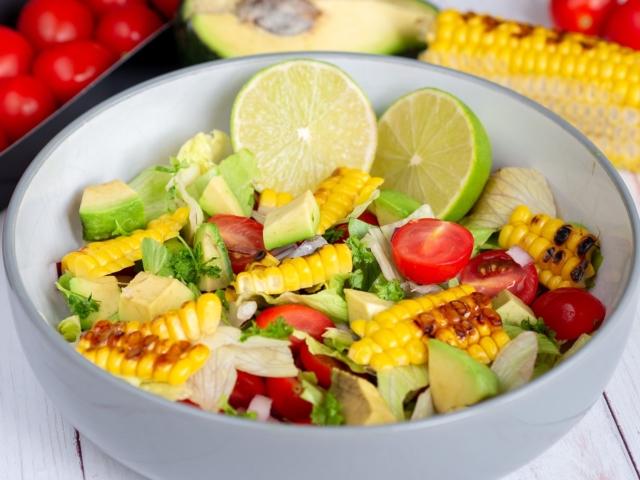 Grillezett kukoricás saláta