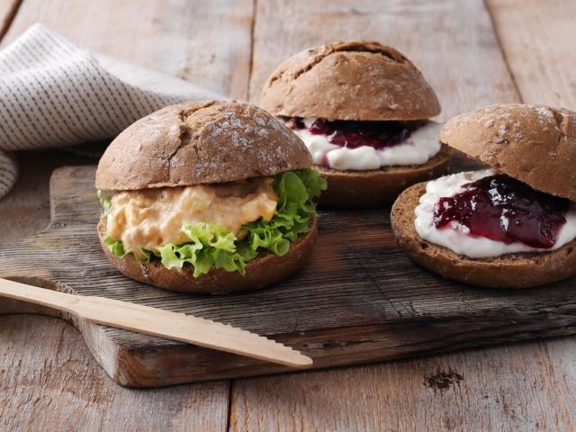 """Kezdődik a """"szendvicsszezon"""": tonhalas és fetás-áfonyás bucik"""