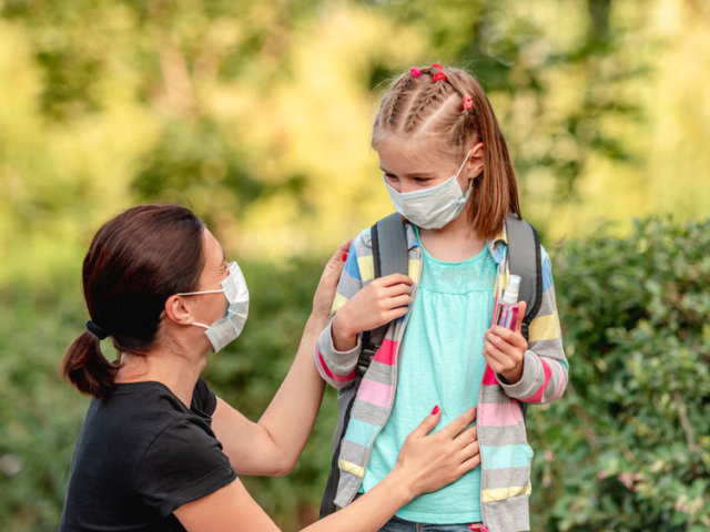 Nagy terhet jelentene az iskolabezárás a családok számára